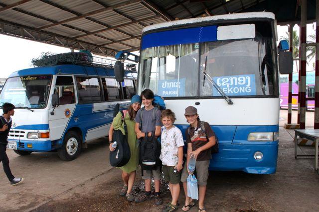 Bus, Laos