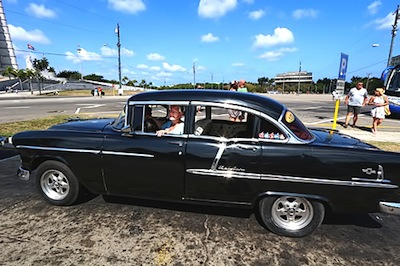 Vagabonding-07-Cuba-Havana-classic-car-at-Revolution-Square